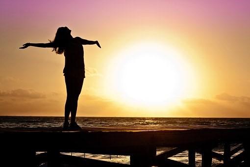 """富养,不是让自己的欲望膨胀,也不是肤浅地用物质衡量幸福,因为这样叫""""富贵病""""和现实"""