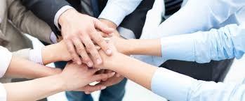在职场中,能走多远,看你与谁同行!在社会,多有能力立足,看你与谁为伍