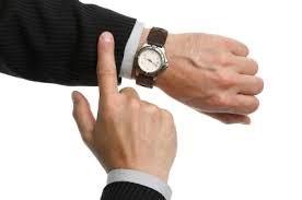 按时,看手表