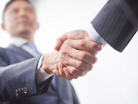 结识成功人士,握手